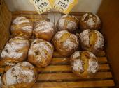 クランベリーとパイナップルのパン 238円の画像